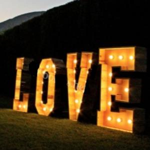 Letras LOVE de madera 1